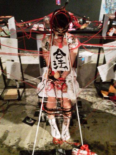 川久&あおいうに『実験遊戯メンヘラ展パフォーマンス』 – LOFT PROJECT SCHEDULE